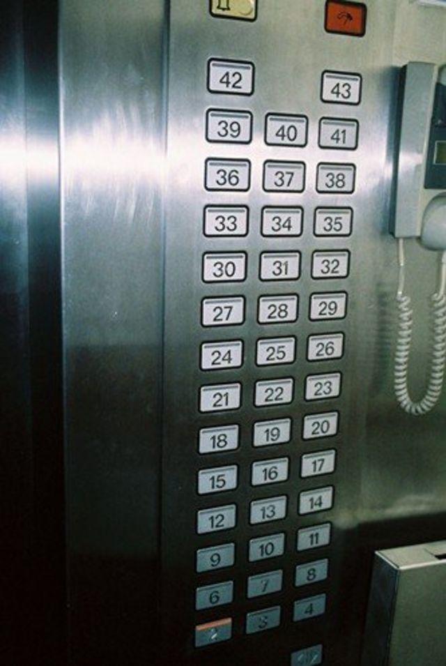 양각도호텔의 엘리베이터에는 5층 버튼이 없다