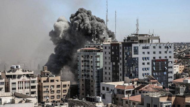 Destrucción de un edificio en Gaza