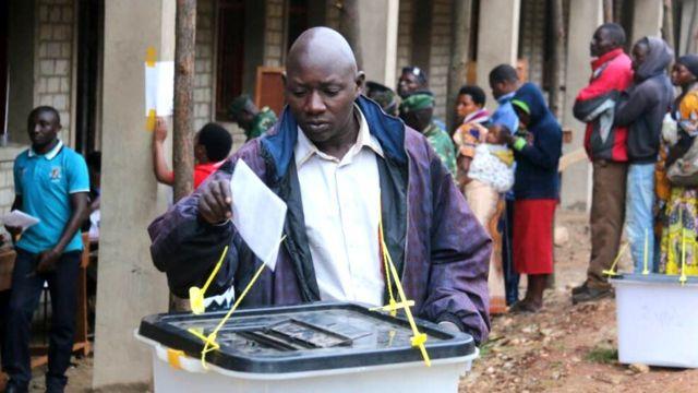 Uwuzokwemererwa kwitoreza kuba umukuru w'igihugu c'u Burundi agomba kuba ata bundi bwenegihugu yigeze agira