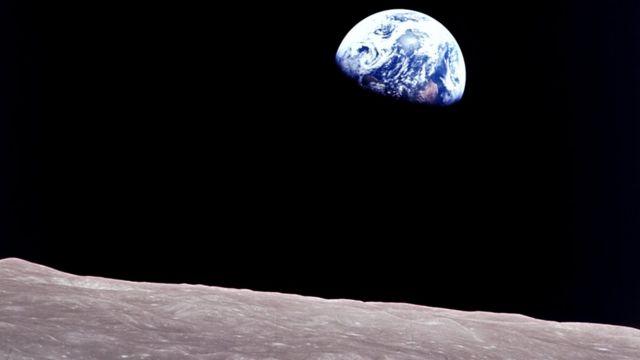 """Знаменитая фотография """"Восход Земли"""""""