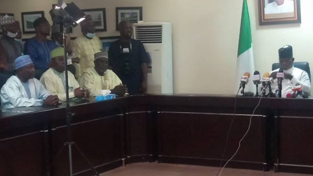Di union leaders and Govnor Yahaya Bello for di meeting