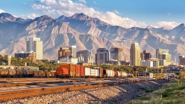 杨百翰在犹他州创建了盐湖城。