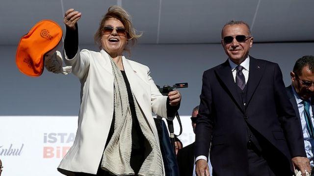 Tansu Çiller, son yıllarda seçim kampanyalarında Cumhurbaşkanı Erdoğan'ın yanında görülüyor