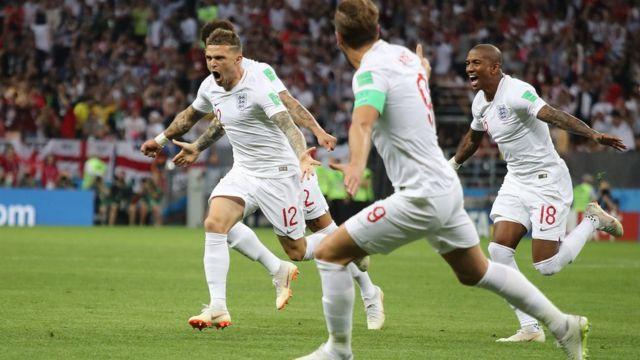 Cầu thủ Anh ăn mừng bàn mở tỷ số cùng Trippier.
