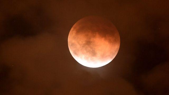 The eclipsed supermoon in Burbank California