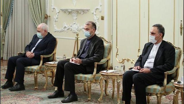 حسین امیرعبداللهیان (نفر وسط) در سال های اول وزارت محمدجواد ظریف (نفر اول از چپ) معاون وی در امور کشورهای عربی بود