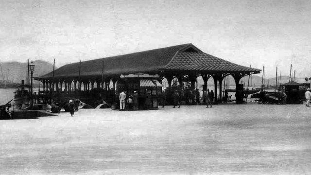 1910年代位于中环卜公码头旁的报纸档