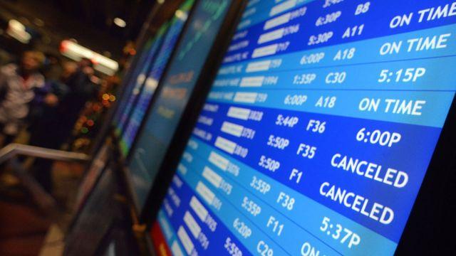 Tela mostra partidas e chegadas de voos