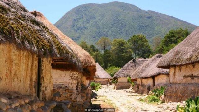 به کمتر بیگانهای اجازه داده میشود تا از نابوسیماکی، پایتخت سرزمینهای خودمختار آروآکو، بازدید کند