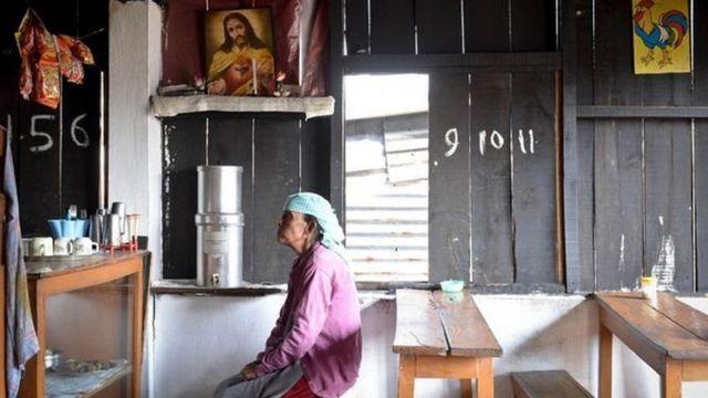 Aujourd'hui, dans certaines familles chrétiennes khasi, l'homme est le chef de famille.