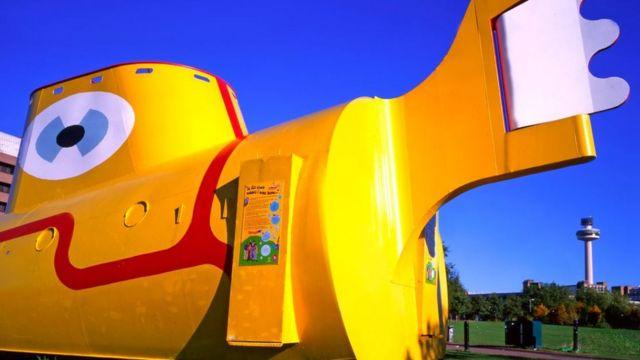 Скульптура Yellow Submarine в Ливерпуле
