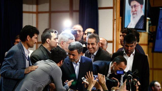 Ahmadinejad tras su registro