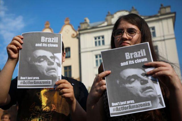 'Brasil e seu palhaço. Não apenas reze, aja pela Amazônia', diz cartaz em protesto organizado pelo movimento Greve da Juventude pelo Clima. Cracóvia (Polônia), agosto de 2019