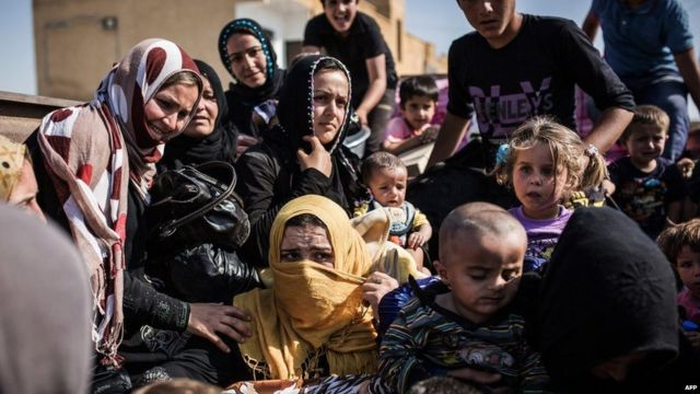 Syria conflict: Number of refugees passes four million