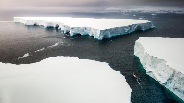 Blocos de gelo no mar