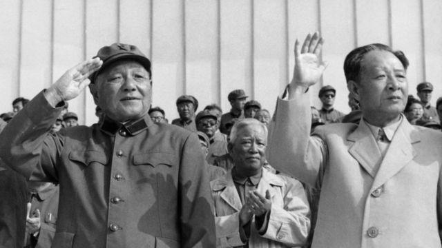 邓小平与胡耀邦在1981年