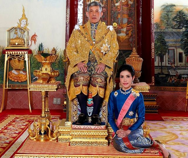 泰國國王瑪哈·哇集拉隆功與詩妮娜