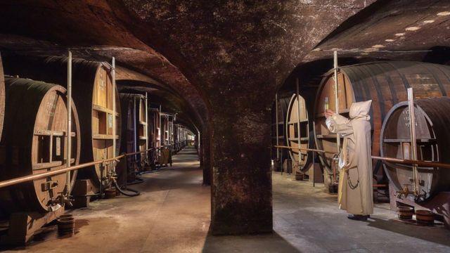 Barriles de Chartreuse en la bóveda