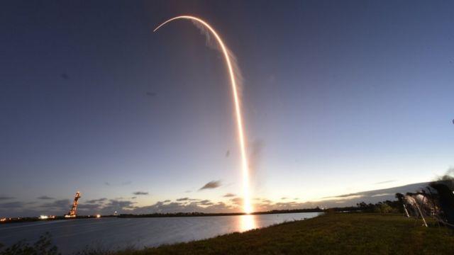 Запуск космического корабля был совершен на рассвете и прошел в целом успешно