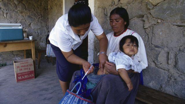 Atención médica a población indígena.