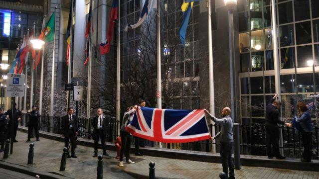 Британский флаг в Брюсселе спускают