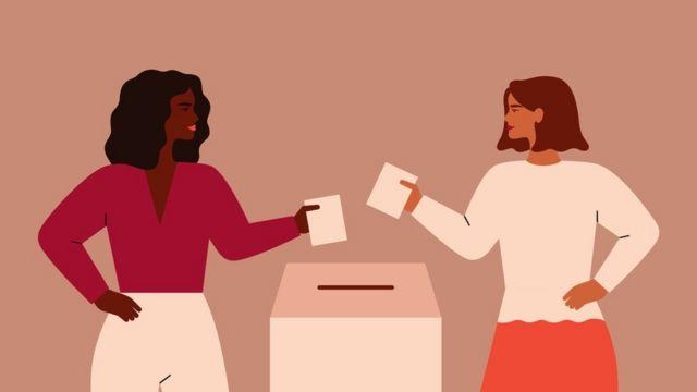 Oy pusulası atan kadınlar