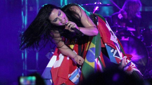 Amy Lee, la cantante de Evanescence en pleno concierto en Paraguay.