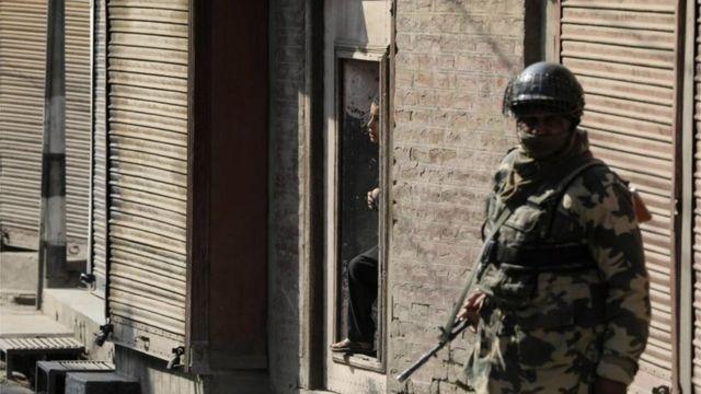 कश्मीर में सेना का एक जवान