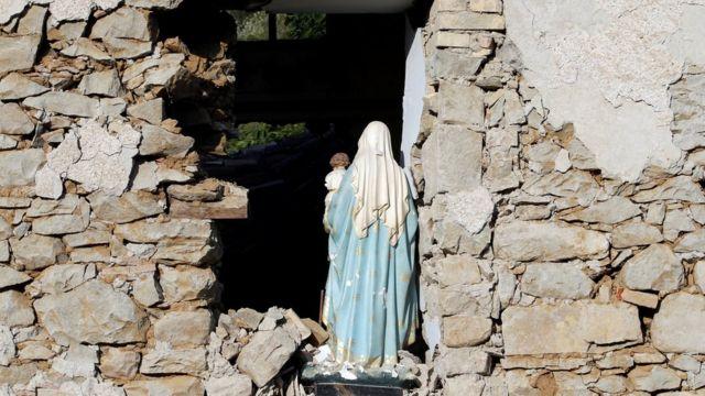 окрестности Аматриче, разрушенная церковь