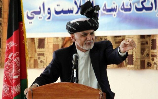 Madaxwaynaha Afqanistan Ashraf Ghani waxa uu Ruushka ku eedeeyay in ay Taliban hubaynayaan