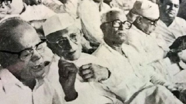 मोरारजी देसाई और जयप्रकाश नारायण