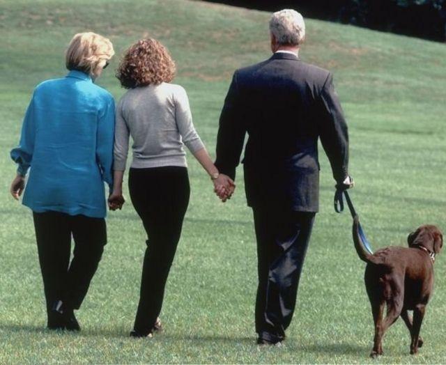 بیل کلینتون به همراه هیلاری و دخترش چلسی