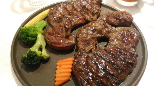 許多台灣的西餐廳每年都會推出特別的聖誕節大餐菜單。