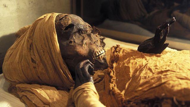 كشف جديد يوضح كيف سقط الفرعون المصري سقنن رع في ساحة المعركة