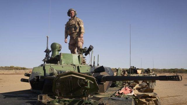 تقود القوات الفرنسية المعركة ضد الجهاديين في غرب إفريقيا