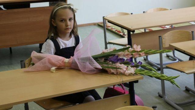 Саша с цветами