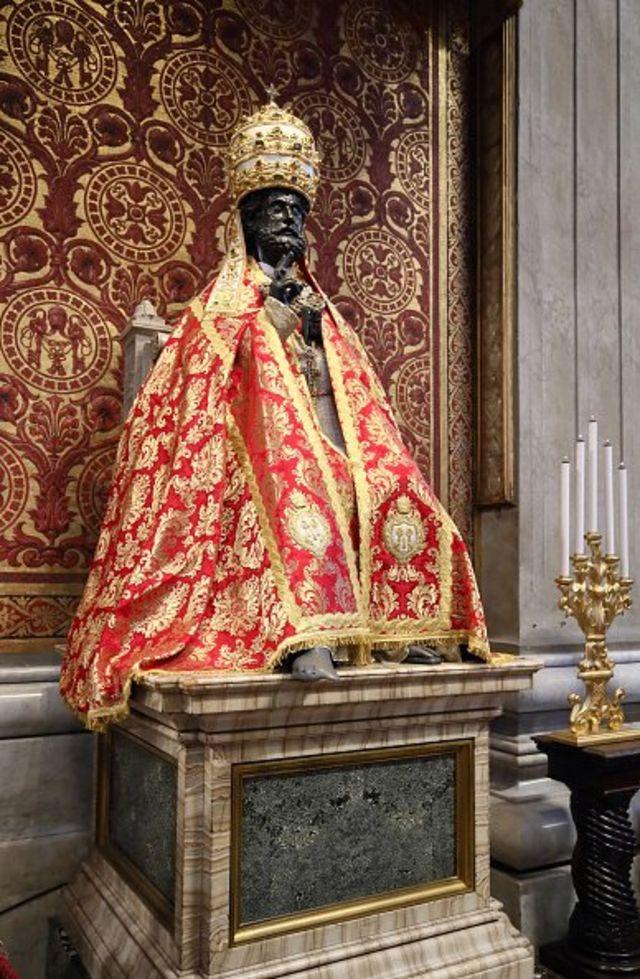 Gunkin Saint Peter's ya sha ado don wani biki a majami'ar Saint Peter