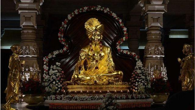 ગાંધીનગરના અક્ષરધામ મંદિરમાં ભગવાન સ્વામીનારાયણની મૂર્તિ