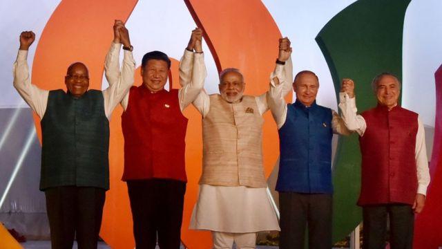 साल 2016 में बिक्र्स सम्मेलन में दक्षिण अफ्रीका, चीन, रूस और ब्राज़ील के नेताओं के साथ मोदी