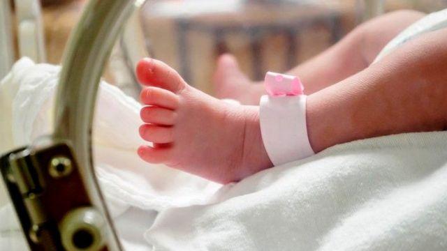 गेल्या वर्षभरात झालेल्या एकूण बालमृत्यूंपैकी 65% बालकांचा मृत्यू हा जन्मल्यानंतर महिनाभरातच झाला आहे.