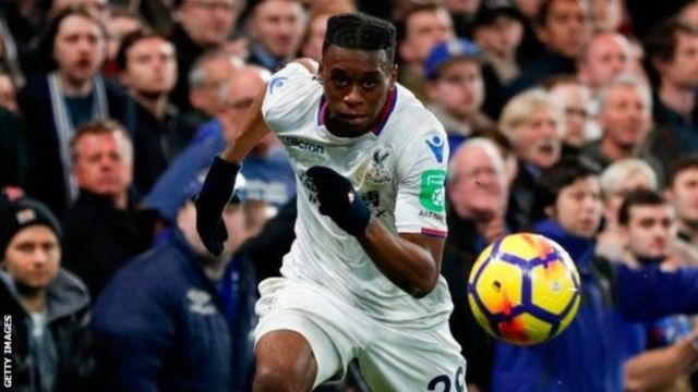Aaron Wan-Bissaka, ambaye angependa kuhamia Manchester United, hajaonyesha msukumo wa kuondoka katika kikosi cha Eagles