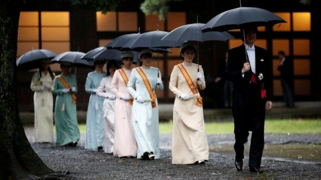 Crown Prince Akishino (brother of Naruhito) and Crown Princess Kiko arrive at the ceremony site