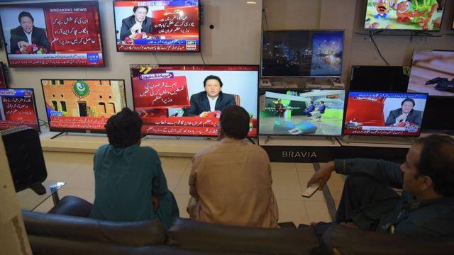 پاکستان کے وزیراعظم عمران خان نے حزب اختلاف کی جماعتوں کو سخت الفاظ میں پیغام دیتے ہوئے کہا کہ انھیں جو احتجاج کرنا ہے کر لیں لیکن کسی کو این آر آو نہیں ملے گا۔