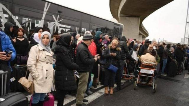 奧利機場被完全關閉,所有乘客被疏散。