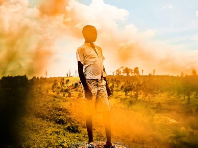 Joseph, 14 ans, se présente pour un portrait dans un camp de déplacés, territoire de Djugu, province d'Ituri. République démocratique du Congo.