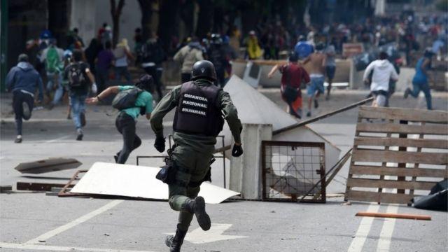 برخورد نیروهای 'گارد ملی' ونزوئلا با معترضان