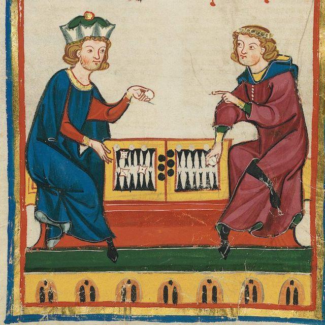 Dos hombres jugando backgammon