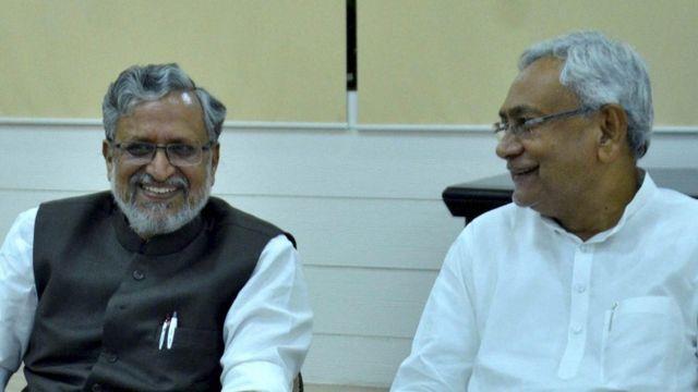सुशील मोदी के साथ नीतीश कुमार