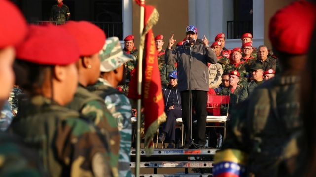Maduro fala para militares em comemoração de revolta liderada por Chávez