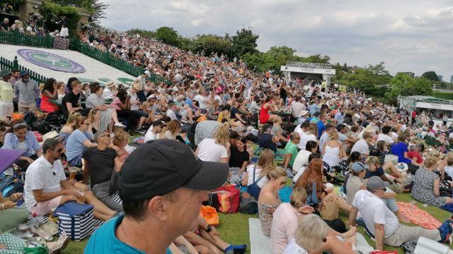 Publika na Henmanovom brdu na Vimbldonu jul 2019.